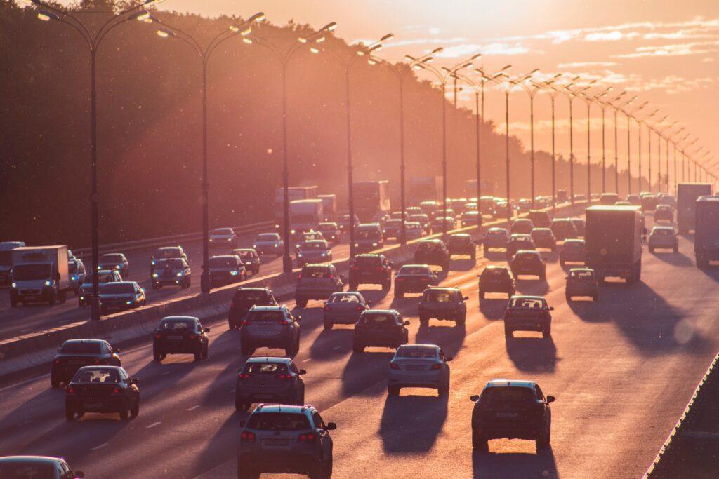 Transport inkluderar bilköer, busstrafik eller tågresor